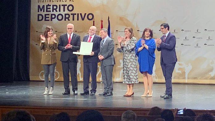 El CV KIELE recibe de la Junta de Comunidades la Placa al Mérito Deportivo como Club Élite